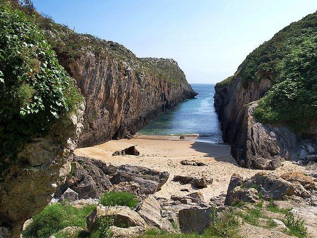 Place: Playa La Canal, Villanueva de Pria / Asturias, Spain. Photo by: Unknown