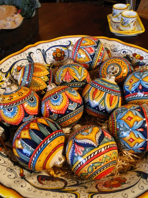 Hand painted ceramic Christmas ball ornament from Deruta. (Italy)