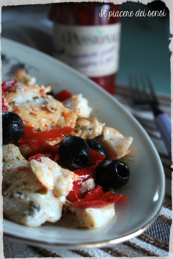 Filetto di #merluzzo con #olive nere e #peperoni agrodolci  http://ilnuovopiaceredeisensi.altervista.org/filetto-di-merluzzo-con-olive-nere/  #pesce #homemade #fish  #ricetta #recipe #italia #italy #buonappetito #ilpiaceredeisensi