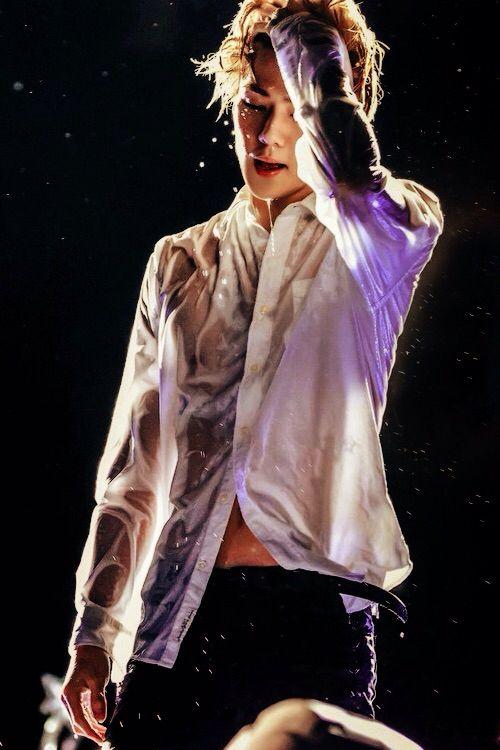 OMG. Sehun is really hot. I kenat.