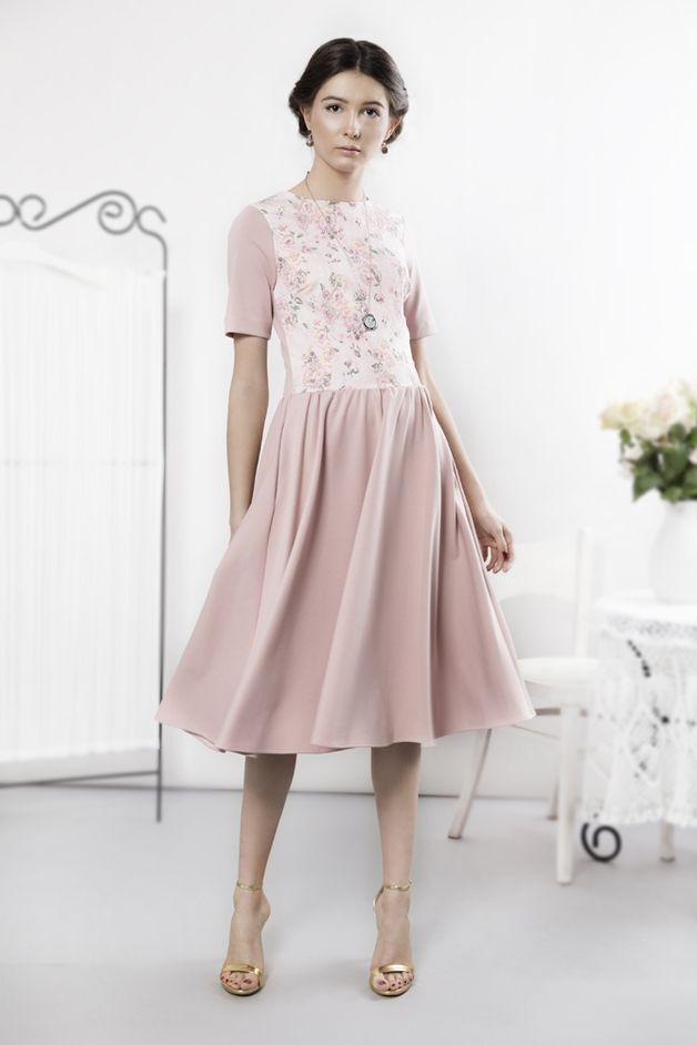 Pudrowa sukienka w kwiaty - kasiamiciak - Sukienki midi