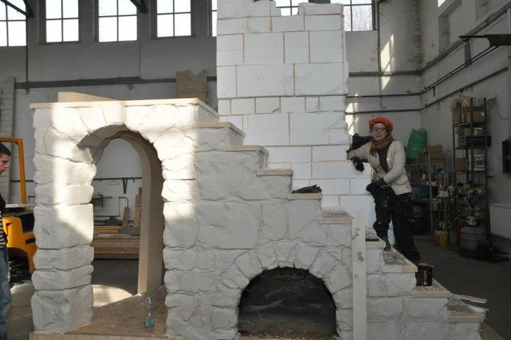 Nemeth Hajnal Aurora: I'm working the stone wall from the Jesus era:)Set of Jesus Christ Superstar/ Jézus korabeli kőfalakon dolgozom, Jézus Krisztus Szupersztár díszlete