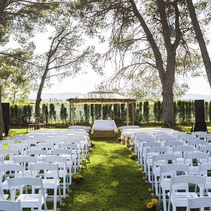 ¿Quieres una boda con estilo rural? ¡La Finca El Marqués es ideal para ello! Cuenta con 12.000m2 y una encantadora plaza en la que podrás celebrar un baile tipo verbena :) ¿Has estado alguna vez?