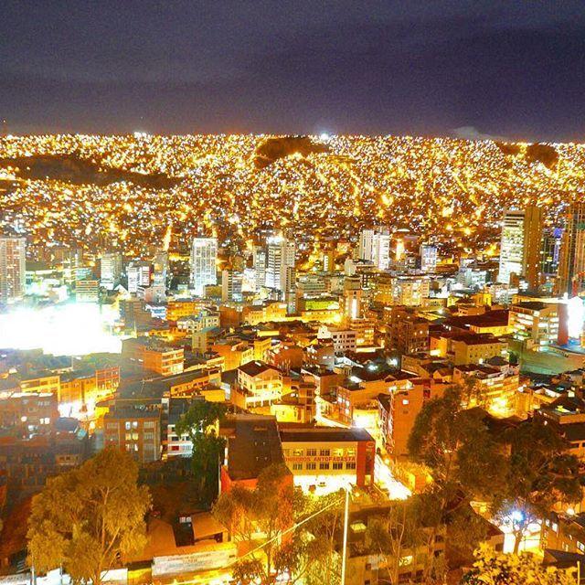 Instagram【ritabackpacker】さんの写真をピンしています。 《ラパスの夜景。 #Bolivia #lapaz #trip #travel #backpacker #sightseeing #aroundtheworld #abroad #instatravel #night #nightview #ボリビア #ラパス #旅 #旅行 #世界一周 #外国 #夜 #夜景》