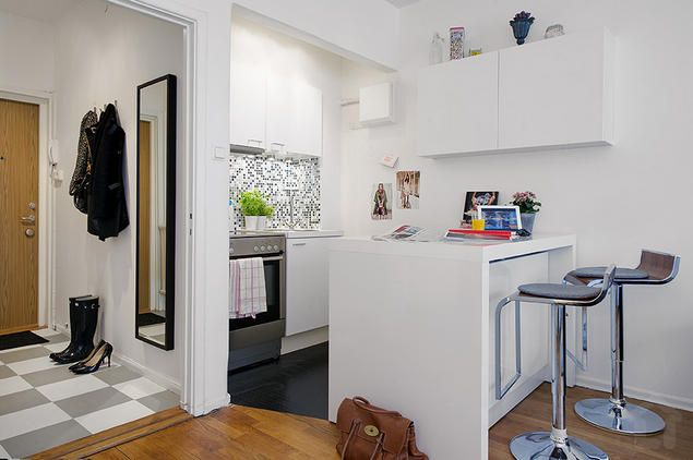 27sqm small apartment with clever design, kitchen island and high gloss white fronts.