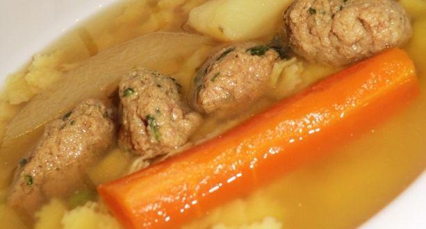 Májgombóc leves recept: Igazán finom házi májgombóc. Nem bonyolult elkészíteni, de sokkal-de-sokkal finomabb, mint a bolti. Na és tudjuk miből készült! :) http://aprosef.hu/majgomboc_leves_recept_1