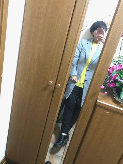 こんばんわ! チェスターコート😶 今回はグレーです! 黄色のスウェットがお気に入りで 合わせて着ま