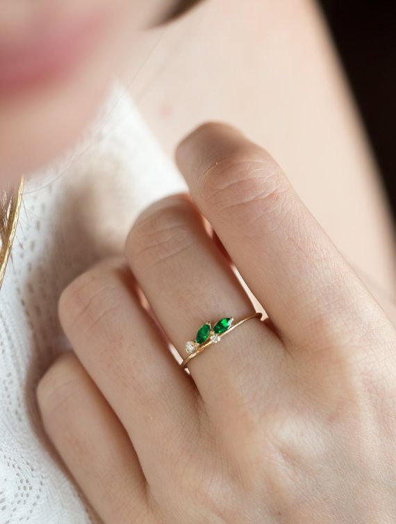 Side Swept Emerald and Diamond Ring in 14k Gold // Delicate Emerald Ring / Emerald Engagement Ring / May Birthstone Ring /…