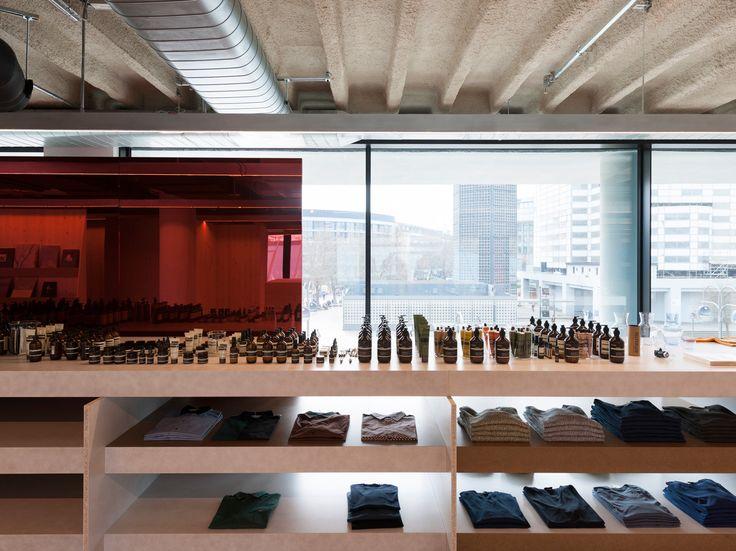 312 Andreas Murkudis + Aspesi @ Bikini Berlin - Pierre Jorge Gonzalez / Judith Haase / Atelier Architecture Scenography