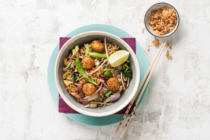 13 Maart 2017 - Woknoodles + wokgroente + groenteballetjes in de bonus = een Aziatische bonusbowl - Recept - Allerhande