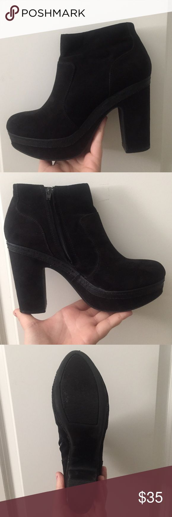 """Steve Madden black heeled booties! Worn only once inside! These have a 4"""" heel black and sleek and have a zipper on the inside of boot. Steve Madden Shoes Ankle Boots & Booties"""