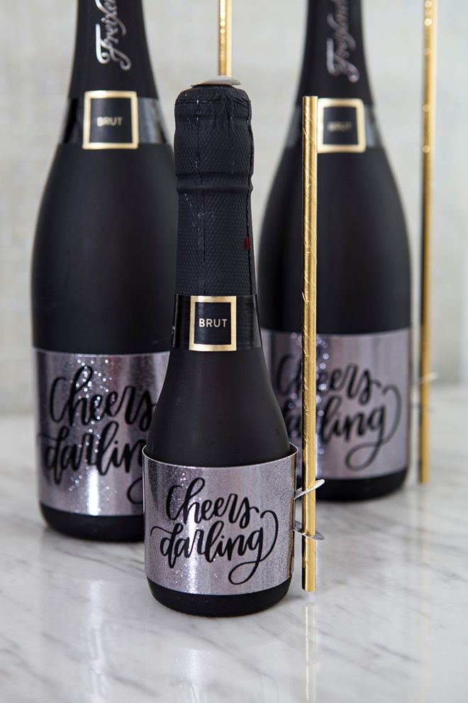 Oommgg These Diy Wine Favor Straw Holder Labels Are To Die For Wine Favors Diy Wine Wine Bottle Labels Wedding
