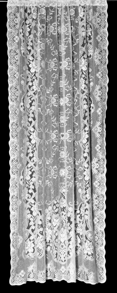 Victorian Lace Curtain Panels Gathered  Rendas e