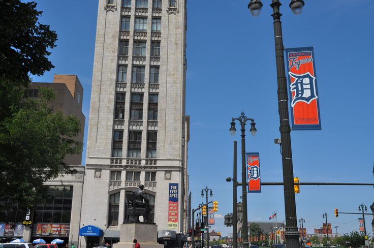 It's opening day for the #Detroit #Tigers. If you're heading to the game today you might see these banners along they way. They were printed by one of our re-sellers and are displayed on our BannerFlex hardware.  #streetpolebanners #bannerbrackets