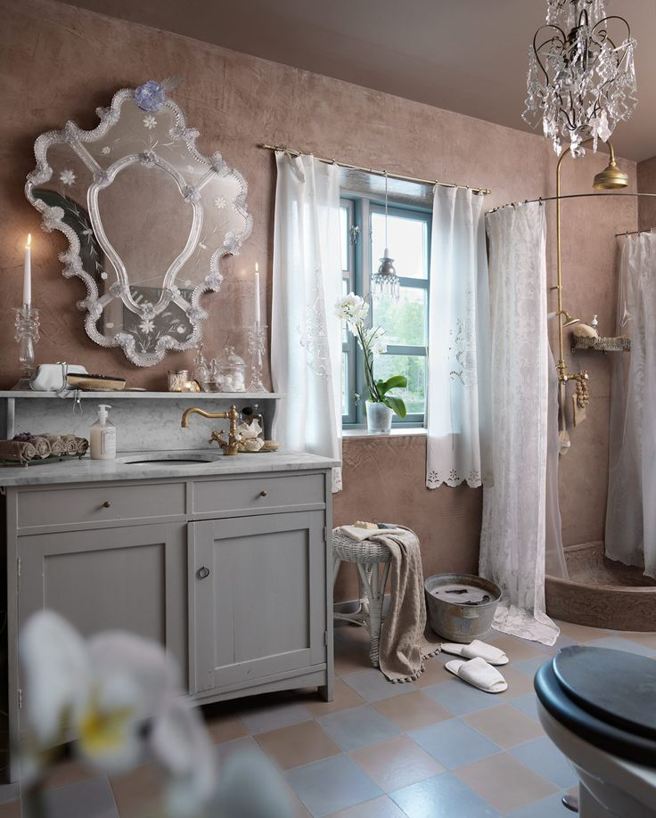 Romantic bathroom with antique feel - Comfortable home