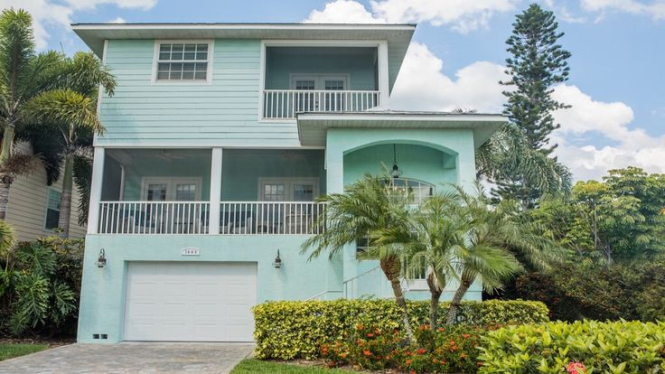 White Sands Beach House is located on the beautiful Anna Maria Island. 1.5 blocks from the beach and newly redecorated! Anna Maria Island, House vacation rental.