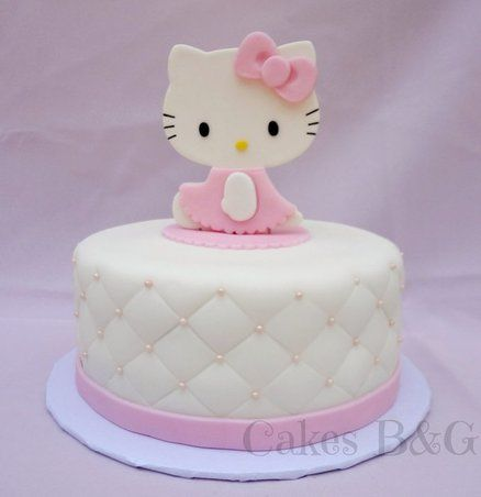 Hello Kitty cake. So cuuuuuuuuuuuuuutee! Emilee would DIE