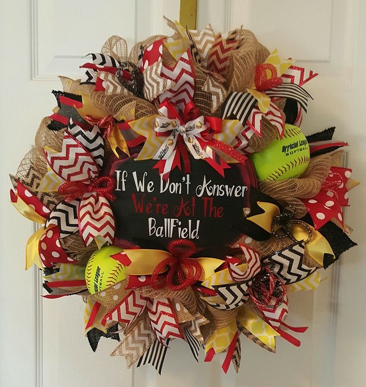 love this softball wreath design
