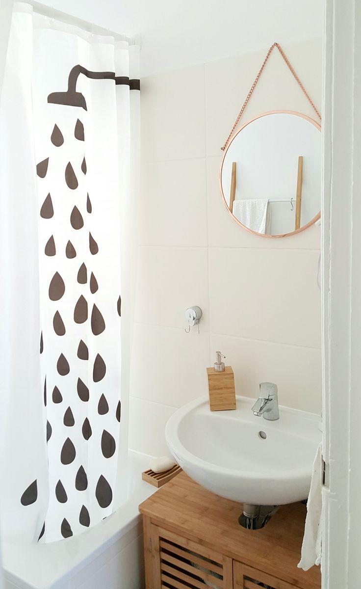 ...vom Bad, das auf dem ersten Bild nicht zu sehen war :wink: Wohlbekannt: Der Ikea-Duschvorhang. Immer noch eins meiner Lieblingsteile beim Schweden.