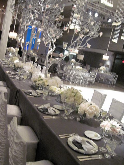 Silverish Grey Weddings w/yellow flowers? @helennishii