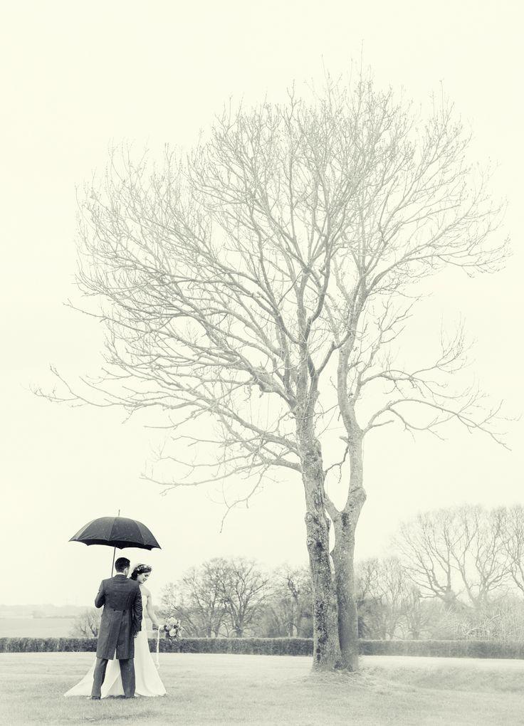 Wedding photos in the rain!  #meonvalleyphotographer