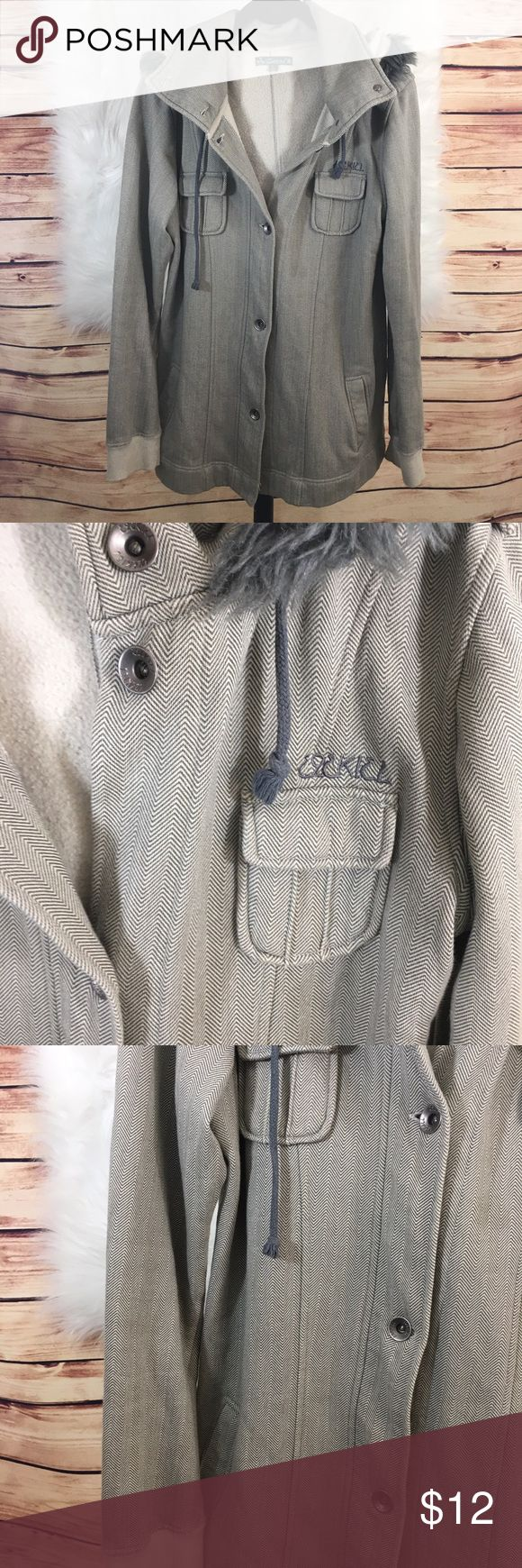 Ezekiel herringbone jacket (preloved) Size: L Brand: Ezekiel Color: grey  Details: herringbone design / front pockets/ hood / silver hardware Condition: preloved • Need measurements? Just ask. ✨Build a bundle with all your likes and use the automatic bundle discount -or- make me an offer✨ Ezekiel Jackets & Coats