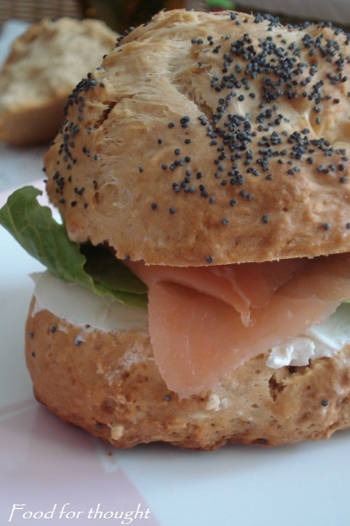 Ψωμάκια μπύρας σε σάντουιτς με σολομό http://laxtaristessyntages.blogspot.gr/2012/05/blog-post_21.html