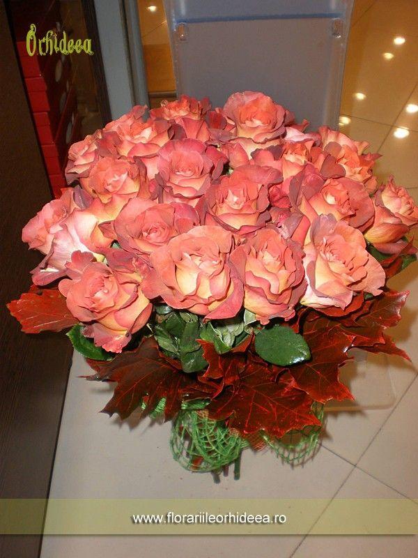 Buchet 25 trandafiri cognac lucrat in Floraria Orhideea Vaslui.