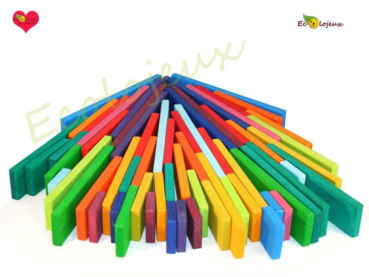 Plaquettes colorées de différentes longueurs. Des nuances colorées magnifiques pour inventer ses petits mondes. https://www.ecolojeux.com/jeux-construction-en-bois/20-plaquettes-de-construction-en-bois-colorees.html