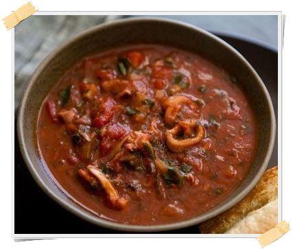 La zuppa Dukan di gamberi, calamari e cozze è una buonissima ricetta da preparare a partire dalla fase di crociera nei giorni di proteine + verdure (giorni