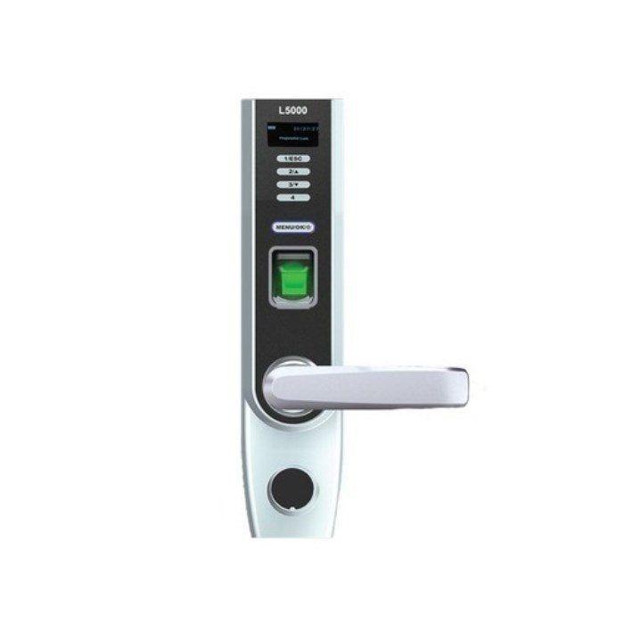Биометрический замок L5000-ID  L-5000-ID Биометрический замок L5000-ID представляет собой универсальное решение, так как для открытия двери может использовать различные способы идентификации – отпечаток пальца, пароль, механический ключ и опционально ID-карты/карты Mifare. Комбинация этих методов позволяет производить сложную верификацию для усиления режима защиты. Блок памяти поддерживает базу данных персональных сведений (500 шаблонов отпечатков, 100 паролей) и журнал событий для фиксации…