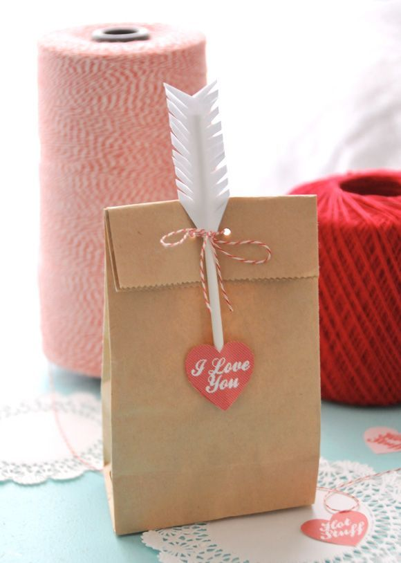 DIY Cupid's Arrow Cupcake + Treat Bag Toppers: the love arrow looks easy to make