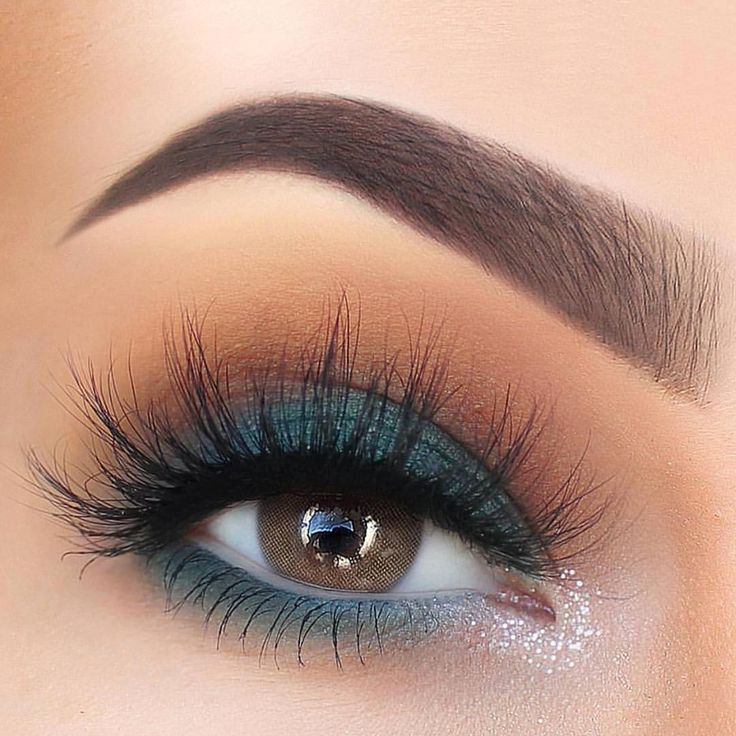 Teal and orange smokey eye with big flirty lashes - gorgeous eyeshadow inspiration! And a great makeup look for dinners