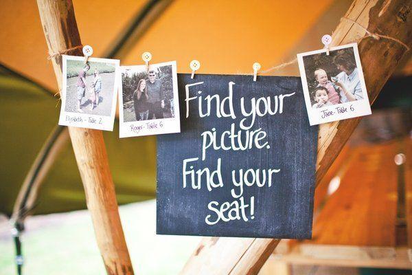 Un plan de table décalé avec des photos polaroid #mariage