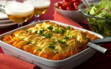 Festlig paj med köttfärs toppad med potatismos.