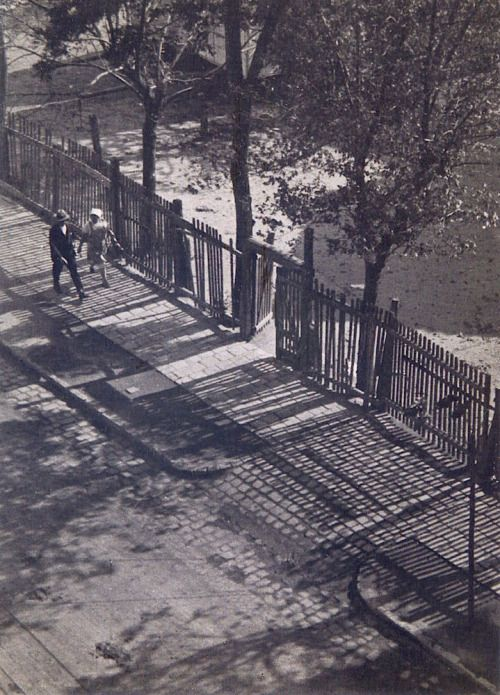 Imre Kinszki - Morning light, Budapest, 1931