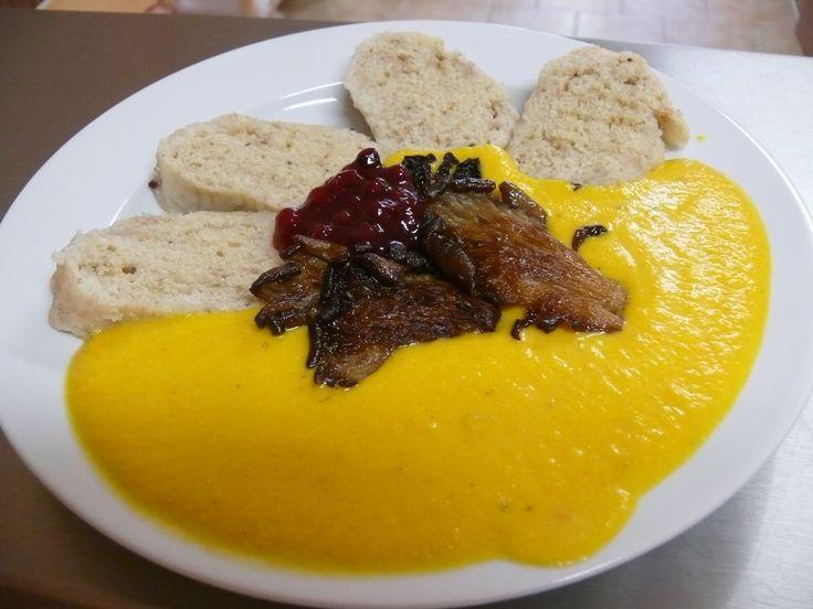 Svíčková omáčka z dýně hokaidó s hlívovým stejčkem (6-8 porcí) | Šambhala - vegetariánská jídelna Česká Lípa
