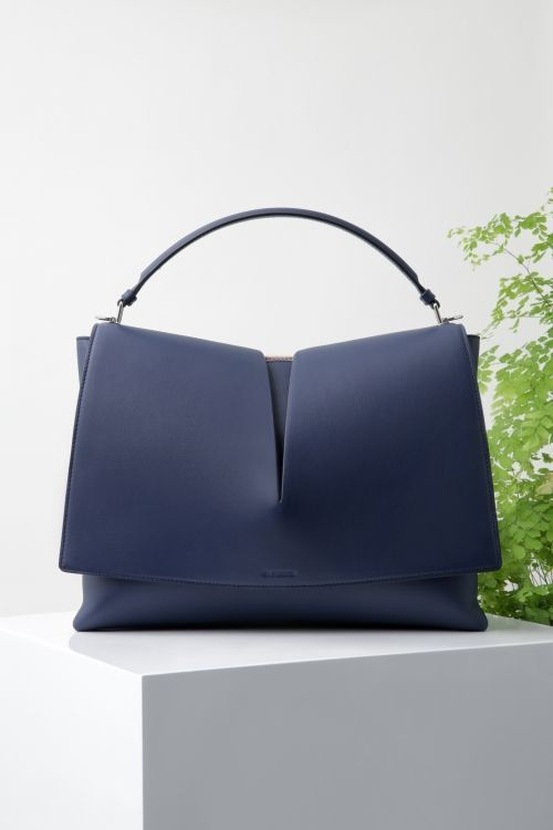 Jill Sander Shoulder Bag - leather satchel handbags, high end handbags, tan handbags *sponsored https://www.pinterest.com/purses_handbags/ https://www.pinterest.com/explore/handbags/ https://www.pinterest.com/purses_handbags/black-purse/ http://www.chanel.com/en_US/fashion/products/handbags/g.fall-winter-2016-17-pre-collection.c.16B.html