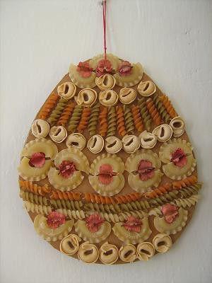 Více zde: http://mojevytvarka.webnode.cz/products/velikonocni-vejce-dekorace-z-testovin-a-suchych-rostlin1/ Vytvořte si vlastní stránky zdarma: http://www.webnode.cz