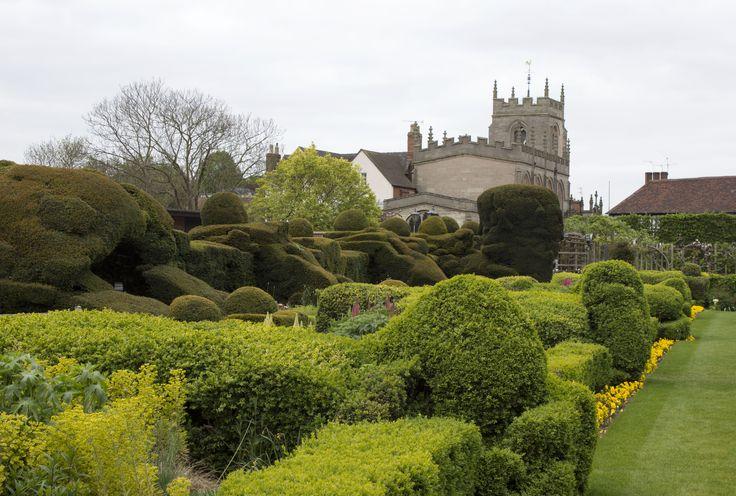 Det er 400 år siden, William Shakespeare døde i sit hjem i Stratford-upon-Avon. Men han lever der endnu. Byen giver en unik mulighed for at lære manden bag de udødelige skuespil at kende – og naturen rundt om byder på klassisk britisk landidyl.