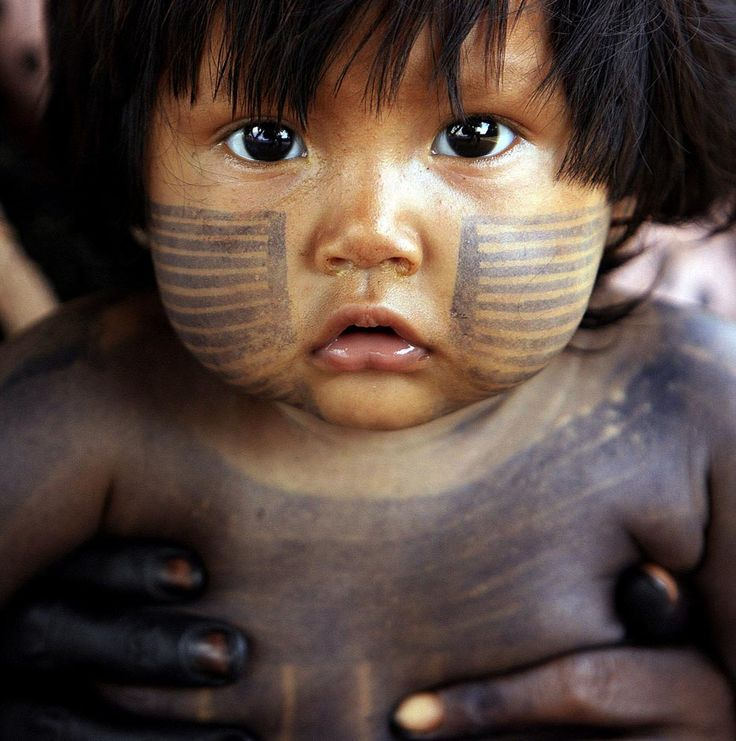Un niño de la tribu Xikrin, al norte de Brasil