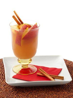 10 hot winter cocktails: Spiked Tea (rum, iced tea, apple juice, cinnamon) #cocktails #holiday