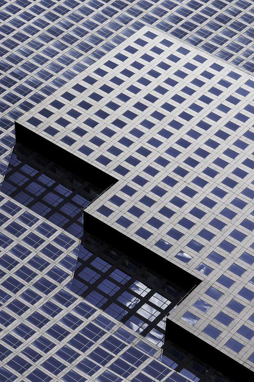 «Геометрия большого города» Павел Бендов (Pavel Bendov), белорусский фотограф, переехавший в Нью-Йорк, раскладывает городскую архитектуру на минималистичные линии.