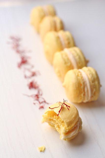 Saffron Macarons with Blood Orange and Honey Buttercream.  #mesadedoces #minisobremesas
