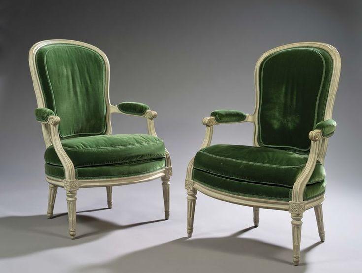 Large paire de fauteuils à dossier cabriolet, en bois mouluré, rechampi crème.  Les assises en écusson.  Dés à rosaces.  Pieds fuselés à cannelures rudentées.  Epoque Louis XVI  Estampille de P. PLUVINET.  Garniture de velours vert, à l'anglaise.  Philipe Joseph PLUVINET, reçu Maître le 14 Juillet 1754  94 x 63 x65 cm