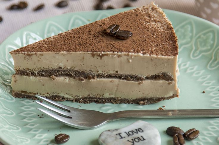 Deze crossover tussen een low carb tiramisú en een cheesecake past in een ketogeen dieet. (minder dan 5 gram koolhydraten uit zuivel / 20 gram kh per dag)