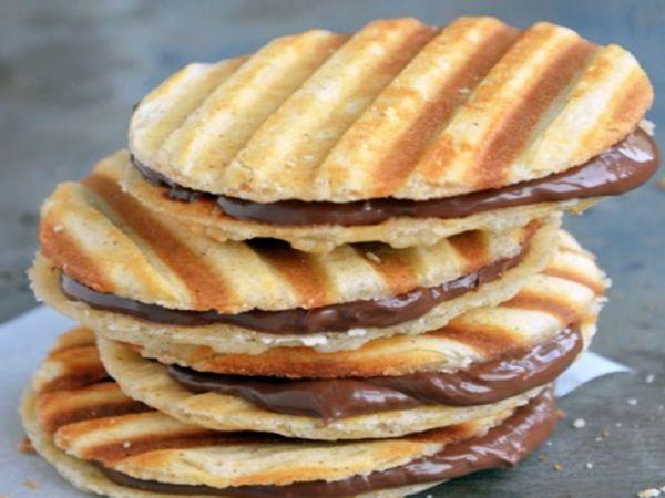 Estareceta de galletas de nutella resulta muy sencilla y muy útil para las meriendas de los mas pequeños de la casa. Es la receta de galletas mas rapida del mundo y aunque es ideal para meriendas, puedes hacerlas en cualquier momento del día. Ya que ni tan siquiera vas a tener que encender el...