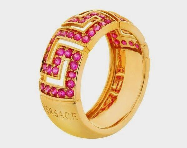 Greca Red Rubies, joyas de Versace para regalar en momentos especiales http://www.hilydesigns.com/2014/02/greca-red-rubies-joyas-de-versace-para.html