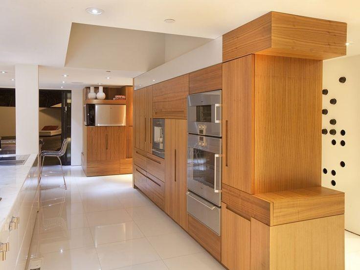 Impressive House In Beverly Hills - UltraLinx