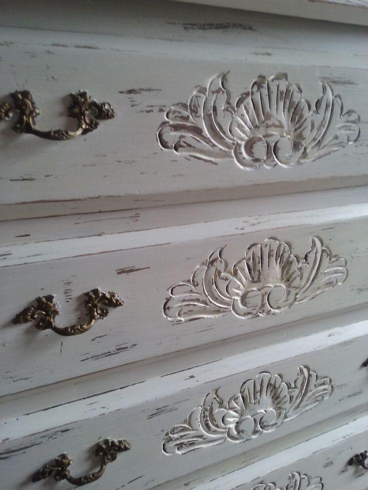 Detalle de pintura de ropero provenzal! Decoracion renova tus muebles #elparaisotaller